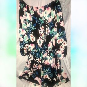 Floral off the shoulders romper with pockets